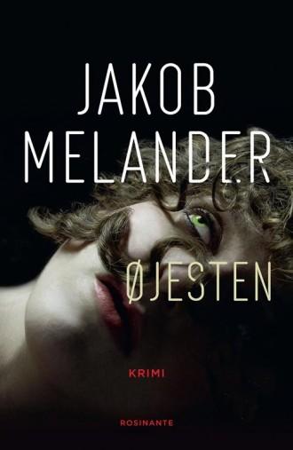 Jakob Melander har en musikkarriere bag sig, og det smitter af på hans debutkrimi Øjesten.