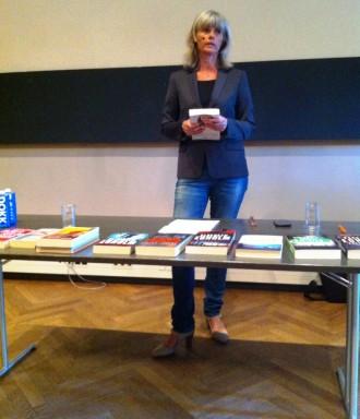 Elsebeth Egholm læste bidder af sin seneste Dicte-krimi op og fortalte om sit forfatterskab.