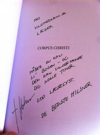 Forfatter til Corpus Christi har signeret den bog, du kan vinde.