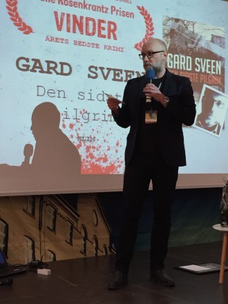 Det var en meget ydmyg og glad norsk forfatter, der modtog prisen for bedste krimi. Foto: Rebekka Andreasen