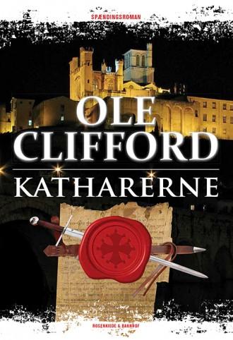 Der er tre eksemplarer på højkant af Ole Cliffords nye spændingsroman, der udkommer 29. oktober.