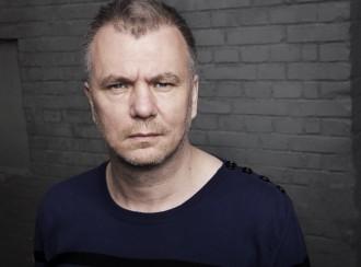 Jesper Stein kan tage et langt karbad i de varme anmeldelser, som hans seneste krimi, Akrash, har høstet.  Foto: