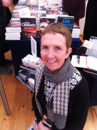 Britiske Ann Cleeves skriver krimier, der foregår på Shetlandsøerne. Selv bor hun dog i England.