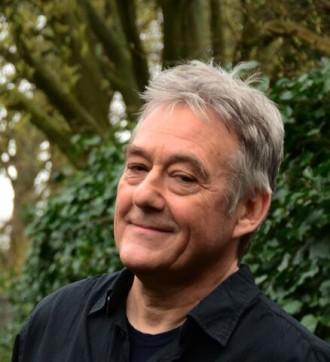 Hans Laurens er en stemningsskabende fortæller, som har levet af at fortælle historier gennem de sidste 25 år. Foto: PR