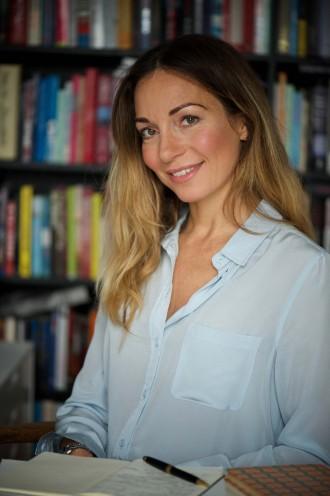 """Katrine Engberg fremhæver forfattere som Ruth Rendell og Sissel-Jo Gazan og mener, at de på hver deres måde repræsenterer genren på fornemste vis. Med psykologisk indsigt og masser af sproglig begavelse. """"For mig bliver en bog ikke spændende, hvis ikke sproget overrasker og forfører. Det er jo i det gode sprog, i de gode beskrivelser af karakterer og miljøer, at spændingen opstår,"""" siger hun, Foto: Timm Vladimir."""