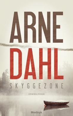 Skyggezone handler mere om menneskelige relationer end om storpolitik. Også det mestrer Arne Dahl, der med Skyggezone introducere makkerparret Berger og Blom.